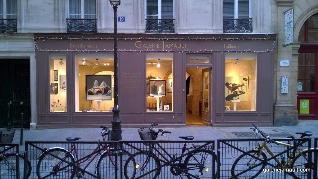 Lortiwa exposition tableau galerie jamault paris 2017 atelier encadrement des v los devant - Exposition photo paris 2017 ...