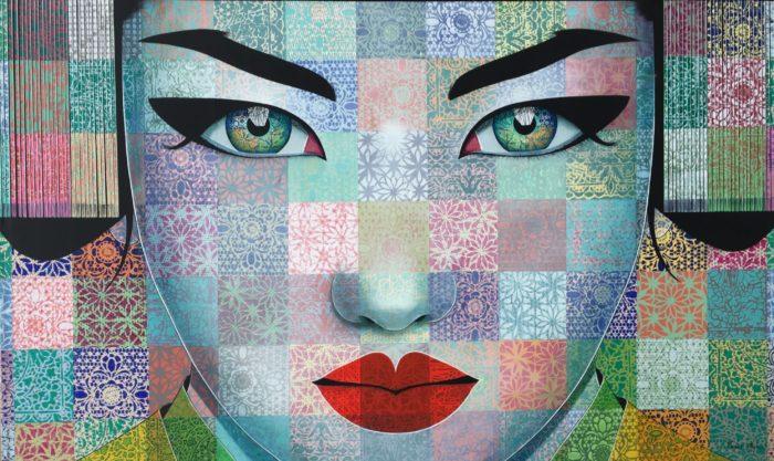 Portrait féminin avec décor en carrés