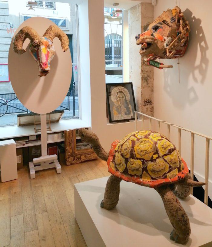 Vue des sculptures de Joanathan BESSACI dans la Galerie Jamault - Stay Wild - la tortue - Bouc