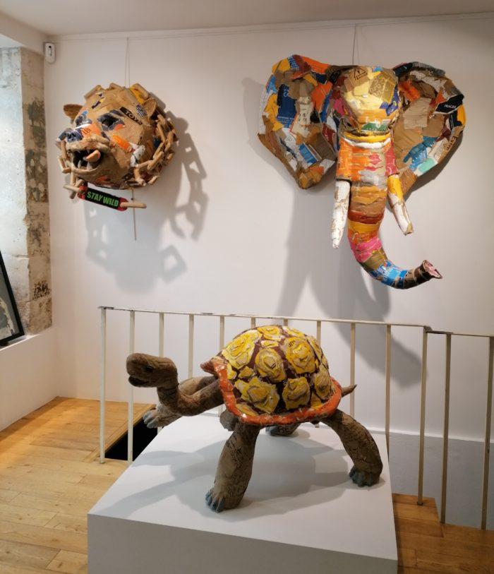 Vue des sculptures de Joanathan BESSACI dans la Galerie Jamault - Stay Wild - la tortue - Elephant